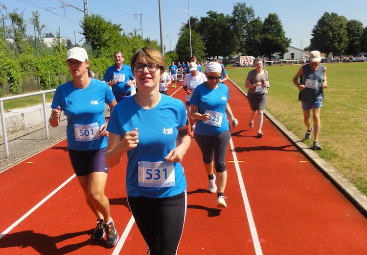 Joggen für Anfänger Naja (vorne) begleitete Alex bei ihrem ersten Lauf